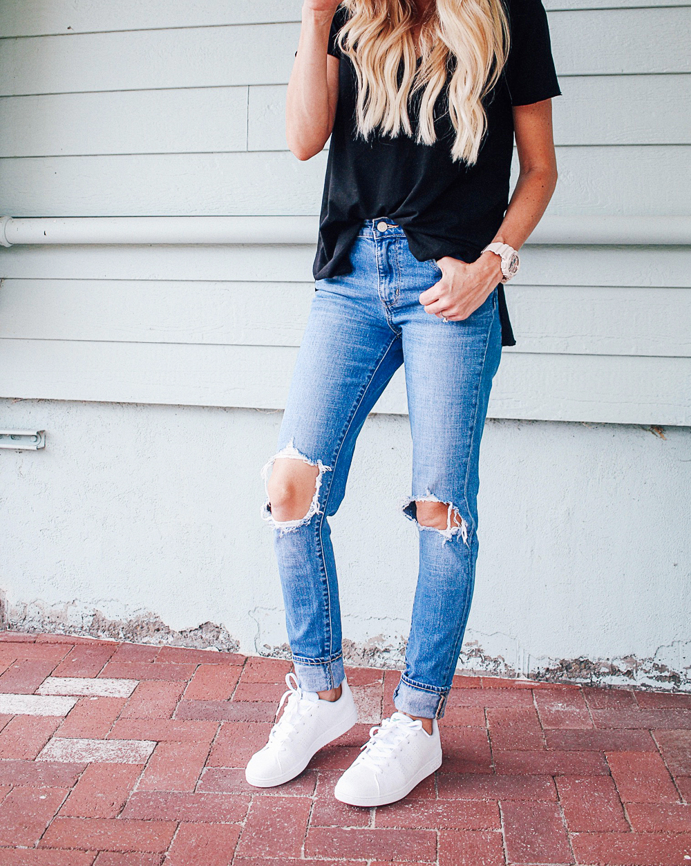 kailee-wright-black-tee-jeans