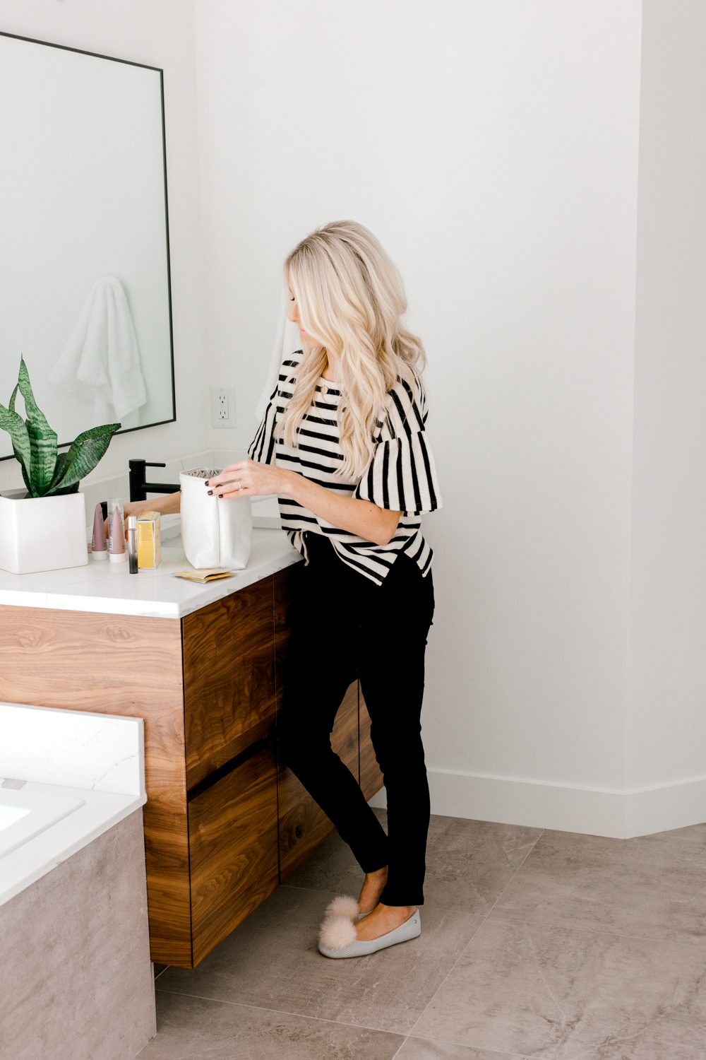Kailee Wright-Beauty Travel Size(Stripe Shirt)-26