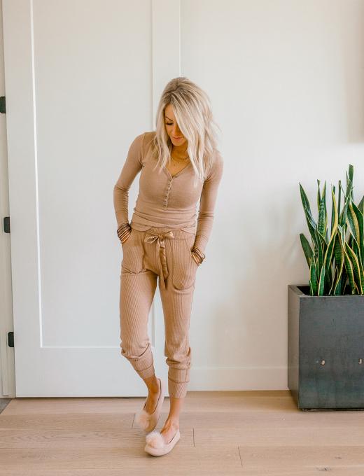 Kailee Wright abercrombie pajamas